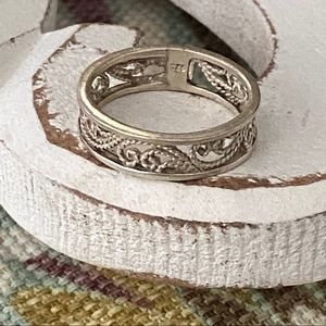925 Sterling Silver Ring Size 4